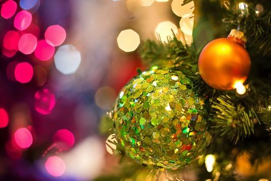 christmas-bulb-1823941_1920.jpg