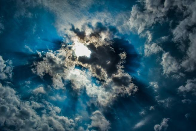 clouds-3353159_1920.jpg